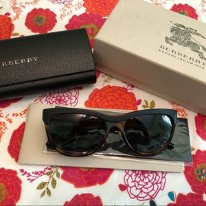 NWOT Authentic Burberry Sunglasses with case & box